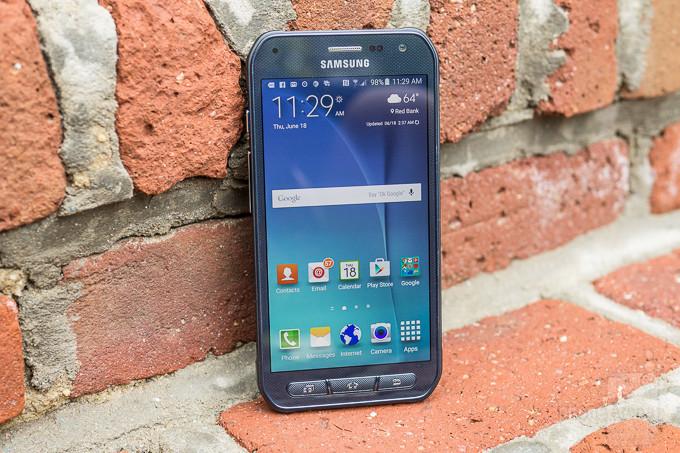 """<p> <a href=""""https://vnexpress.net/so-hoa/photo/dien-thoai/ban-chong-nuoc-cua-samsung-galaxy-s6-gia-12-trieu-dong-3251817.html""""><strong>Samsung Galaxy S6 Active - 570 nit</strong></a></p> <p> Phiên bản siêu bền của chiếc Galaxy S6 là S6 Active có ngoại hình hầm hố hơn, chịu nước và chịu va đập nhờ bộ vỏ đươc thiết kế đặc biệt. Các thông số cấu hình trên model này tương tự Galaxy S6, tuy nhiên độ sáng tối đa của màn hình tăng lên 570 nit.</p> <p style=""""text-align:center;""""> <a href=""""https://vnexpress.net/so-hoa/photo/dien-thoai/ban-chong-nuoc-cua-samsung-galaxy-s6-gia-12-trieu-dong-3251817.html""""><strong>Mở hộp Samsung Galaxy S6 Active tại Việt Nam</strong></a></p>"""