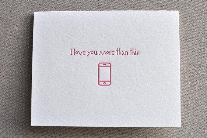 <p> Anh yêu em hơn cái này (iPhone).</p>