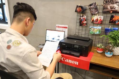 Máy in Canon PIXMA TS707 phù hợp với không gian tiết kiệm và tối giản. Khay đựng giấy lớn giúp gia tăng hiệu suất công việc.