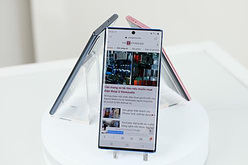 Galaxy Note 10 có hai kích thước màn hình. Ảnh: Tuấn Anh