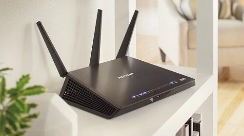 Router đặt ở vị trí có nhiều vật cản xung quanh sẽ ảnh hưởng đến chất lượng kết nối. Ảnh: Cnet.