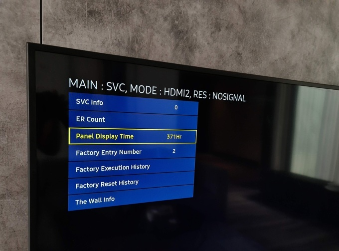Số giờ sử dụng là thông tin quan trọng cần kiểm tra khi mua TV, đặc biệt với các model trong diện xả hàng, thanh lý.