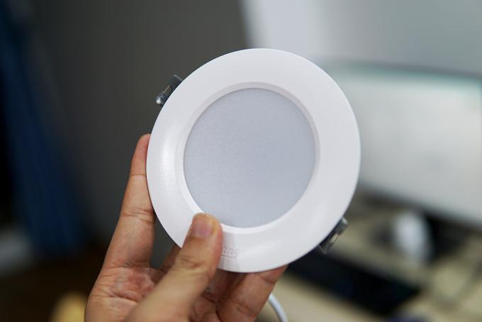 Đèn LED có kích thước nhỏ, ánh sáng chiếu theo hướng, dễ dàng ứng dụng vào nhiều nhu cầu khác nhau.
