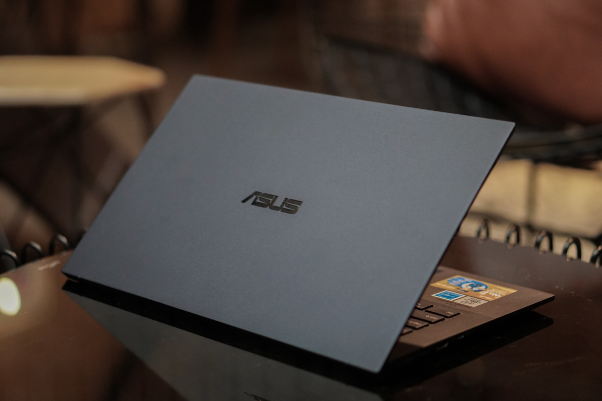 Asus ExpertBook B9 - a 24 hour battery powered business laptop