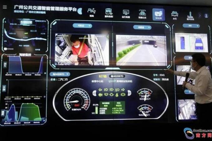 Cục Giao thông thành phố Quảng Châu trình diễn Trung tâm điều khiển xe bus bằng 5G. Ảnh: Nanfang Daily.
