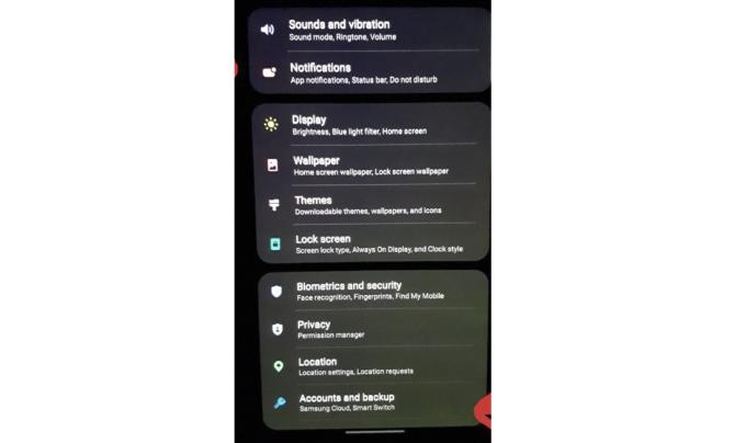Một smartphone của Samsung gặp lỗi ám xanh.