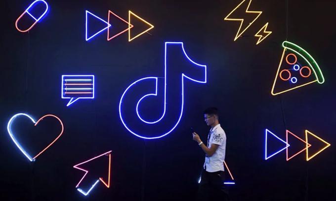 Lo ngại dấy lên xoay quanh ứng dụng TikTok của ByteDance, một gã khổng lồ công nghệ của Trung Quốc. (Nguồn ảnh: Reuters)