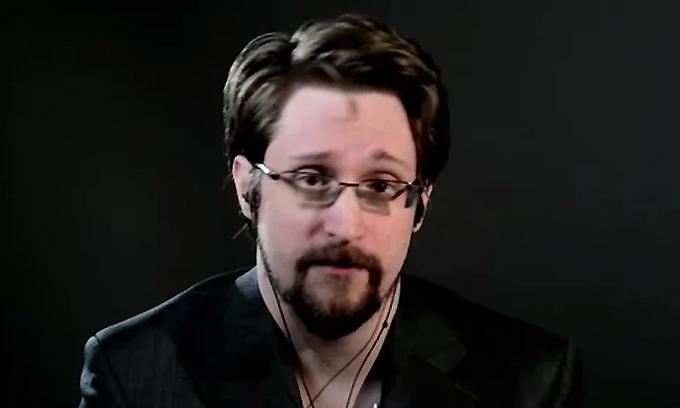 Edwards Snowden trong cuộc phỏng vấn trực tuyến với Vice.