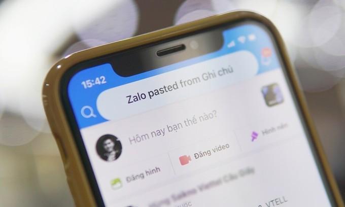 Khi mở Zalo, nhiều người dùng iOS 14 Beta nhận thấy máy hiện thông báo Zalo pasted from..., thể hiện ứng dụng đang lấy dữ liệu từ bộ nhớ tạm của máy.