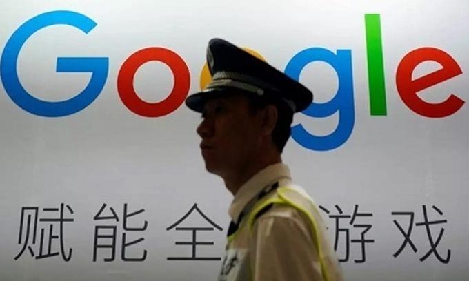 Các nền tảng mạng xã hội đang xem xét mức độ ảnh hưởng sau khi luật an ninh Hong Kong có hiệu lực. Ảnh: WSJ.