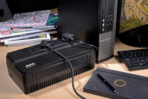 Bộ lưu điện Easy UPS được trang bị 4 ổ cắm phổ thông phù hợp nhiều loại phích cắm