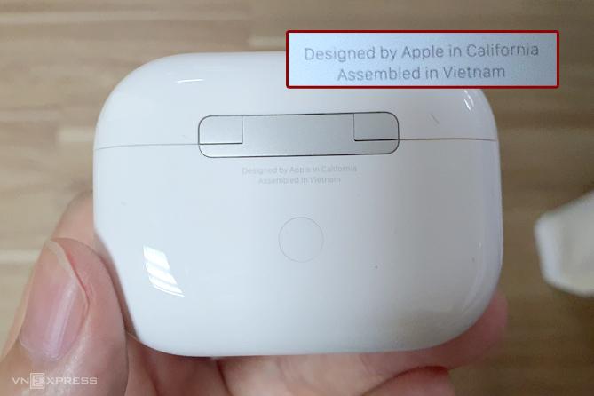 Một số mẫu AirPods Pro mới đã được sản xuất tại Việt Nam. Ảnh: Huy Nguyễn.