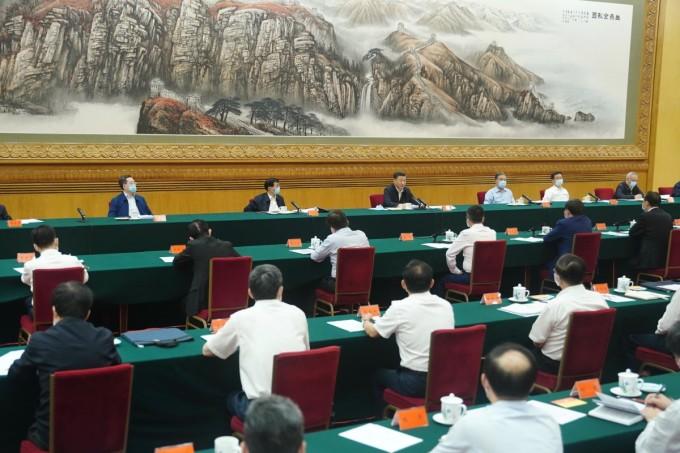 Ông Tập Cận Bình trong buổi gặp mặt 25 người đứng đầu các tập đoàn công nghệ hàng đầu Trung Quốc tuần này. Ảnh: SCMP.