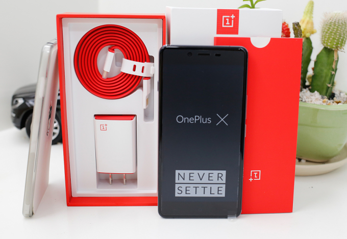 Mẫu điện thoại OnePlus X từng được bán chính hãng tại Việt Nam từ năm 2016. Ảnh: Huy Đức