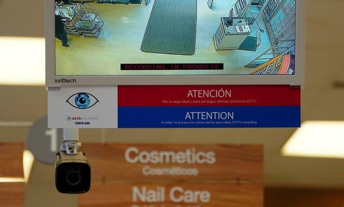 Camera an ninh tại một cửa hàng của Rite Aid. Ảnh: Reuters.
