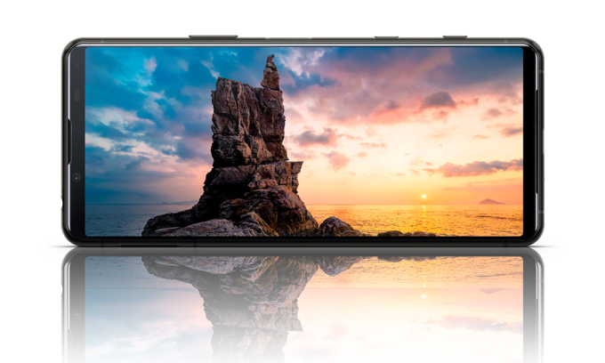 Sony suddenly launched Xperia 5 II with many features like high-end Xperia 1 II smartphone, but smaller size