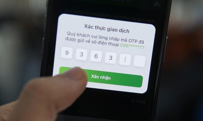 Mã OTP được gửi về điện thoại qua SMS có thể bị hacker khai thác qua phần mềm gián điệp hoặc website mạo danh.