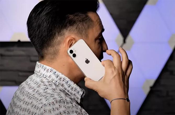 iPhone 12 Mini có thể dùng bằng một tay thoải mái.