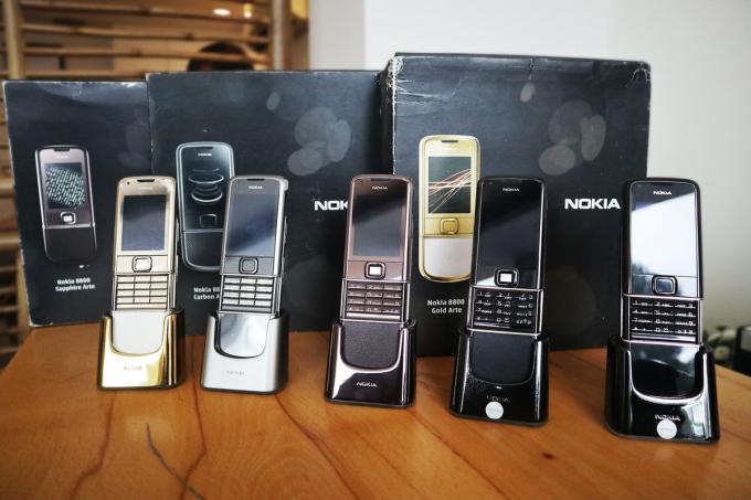 Một số mẫu Nokia 8800 Arte. Ảnh: Bảo Lâm.
