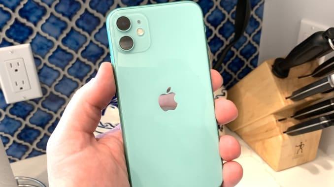 iPhone 11. Ảnh: CNBC.