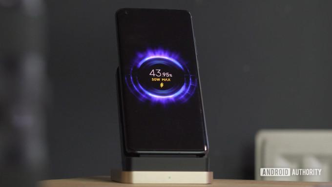 Xiaomi Mi10 Ultra là smartphone có tốc độ sạc nhanh nhất thị trường. Ảnh: Androidauthority.