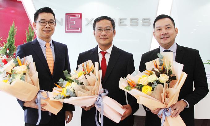 Từ trái sang, ông Vũ Thắng - Trưởng đại diện Sungrow Việt Nam, ông Bùi Trung Kiên - Phó tổng giám đốc EVN TP HCM và ông Phạm Trọng Quý Châu - Phó chủ nhiệm Thường trực Ban năng lượng tái tạo, Hiệp hội các Doanh nghiệp Khu công nghiệp TP HCM (HBA).