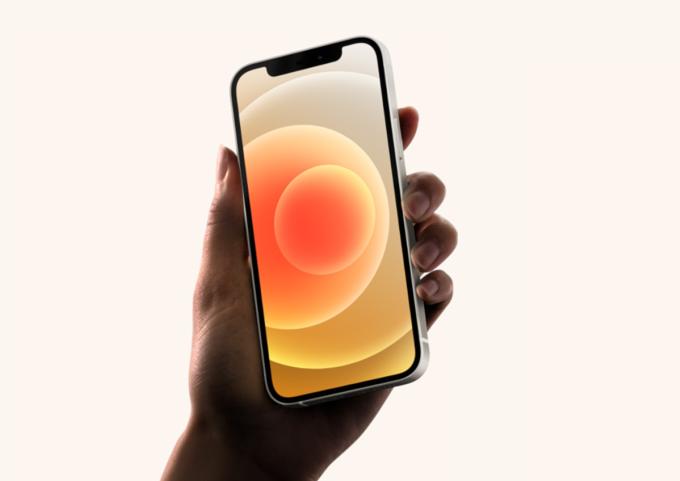 iPhone Mini mở ra một thời kỳ mới của điện thoài màn hình nhỏ. Ảnh: Gearbrain.