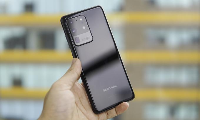 Galaxy S20 Ultra hiện có giá khoảng 20 triệu đồng tại nhiều đại lý. Ảnh: Lưu Quý