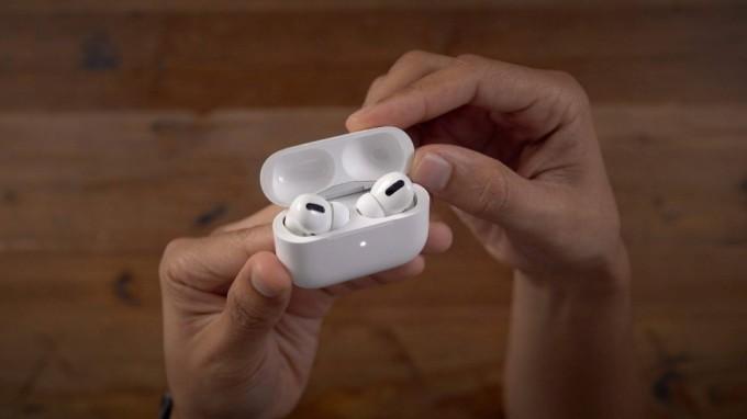 AirPods Pro thế hệ thứ hai sẽ có vỏ sạc mỏng hơn khoảng 5mm so với thiết kế hiện tại. Ảnh: 9to5mac.