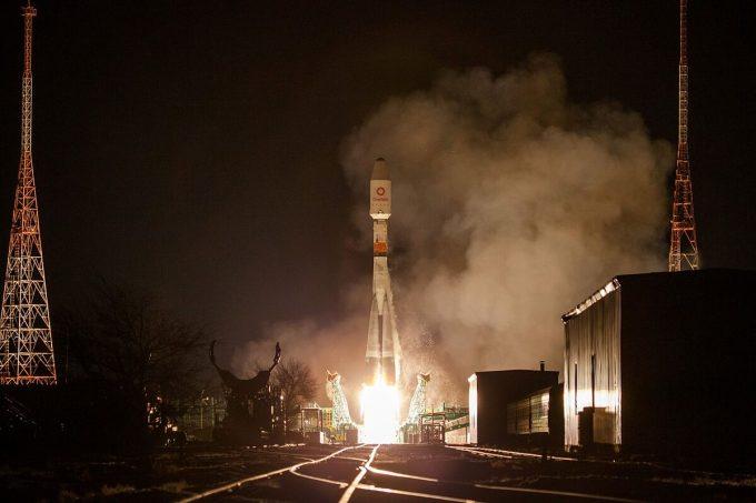 Tên lửa Soyuz mang theo 34 vệ tinh của OneWeb được bắn lên từ bệ phóng tại Sân bay vũ trụ Baikonur, Kazakhstan ngày 7/2/2020. Ảnh: Reuters