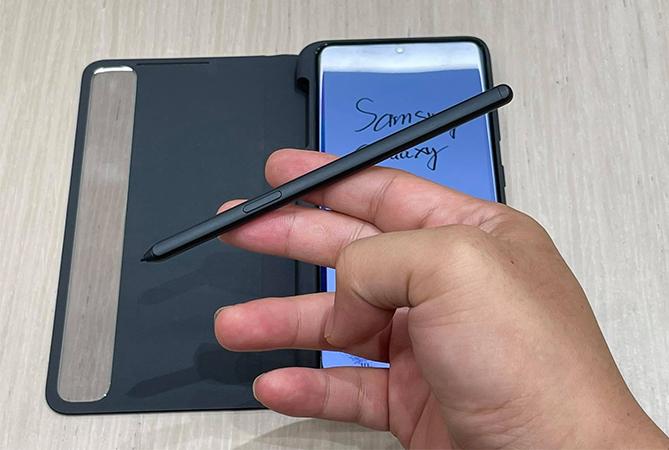 Bút S Pen thiết kế riêng cho Galaxy S21 Ultra. Ảnh: Huy Đức