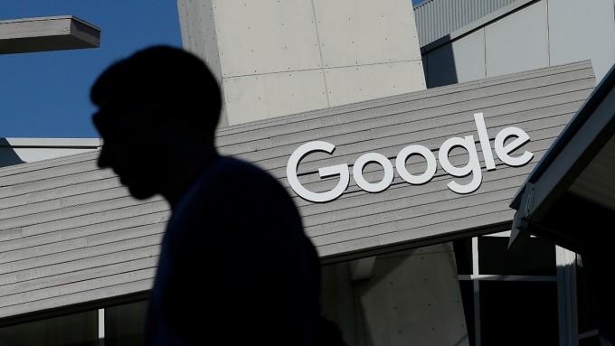 Công nghệ AI của Google bị cho là có thể làm trầm trọng thành kiến về giới tính và chủng tộc. Ảnh: AP