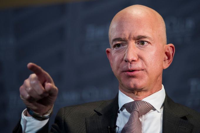 Jeff Bezos nổi tiếng với những nguyên tắc quản lý cứng rắn tại Amazon. Ảnh: Reuters.