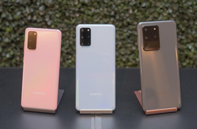 Các model Galaxy S20 giảm giá mạnh sau một năm lên kệ tại Việt Nam. Ảnh: Huy Đức