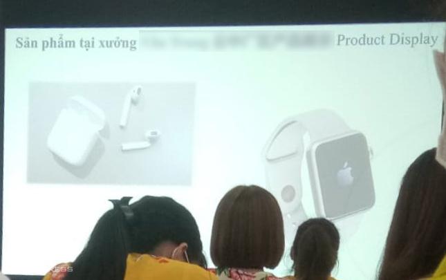 Công nhân được đào tạo để sản xuất Apple Watch tại một nhà máy ở Việt Nam.