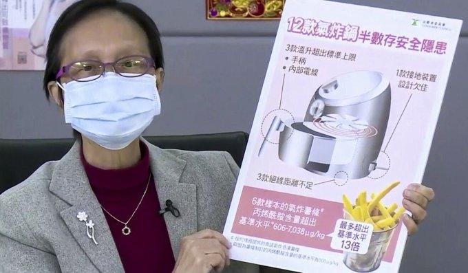 Giáo sư Nora Tam Fung-yee trình bày kết quả nghiên cứu về nồi chiên không dầu hôm 17/2. Ảnh: Facebook.