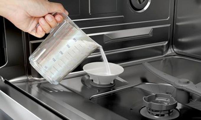 Muối rửa bát giúp làm mềm nước. Ảnh:Bosch