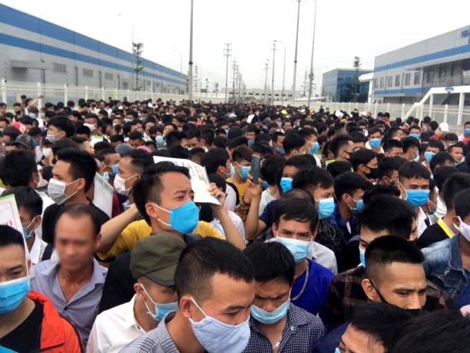 Tháng 6/2020, Luxshare ICT - đối tác sản xuất AirPods của Apple đăng tuyển hàng nghìn công nhân ở Việt Nam. Ảnh: Group LuxshareICTVN.