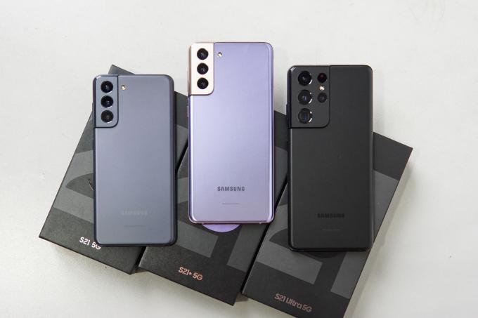 Bộ ba Galaxy S21, Galaxy S21+, Galaxy S21 Ultra. Ảnh: Lưu Quý