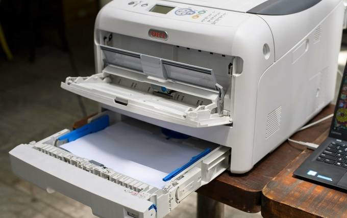 Khay chứa giấy của OKI C833n mở rộng đến 2.000 tờ.