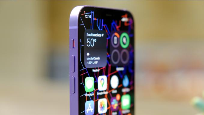 Tím là màu mới trên iPhone 12 và iPhone 12 mini. Ảnh: Engadget