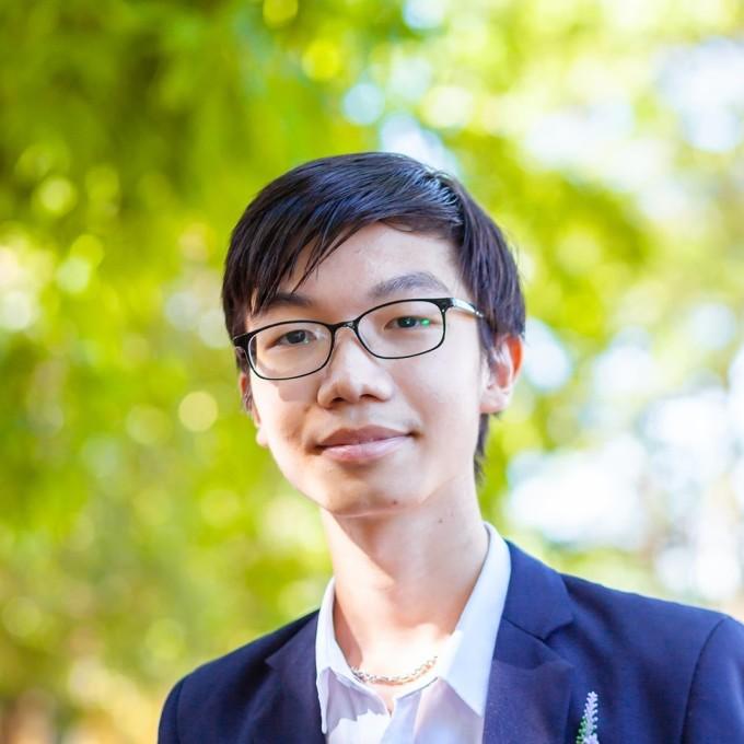 Dương Tiểu Đồng đang là học sinh lớp 10 tại Hà Nội.