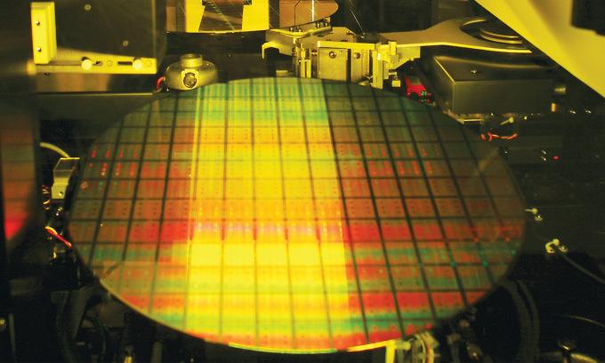 Tấm chip silicon trong dây chuyền sản xuất của TSMC. Ảnh:TSMC.