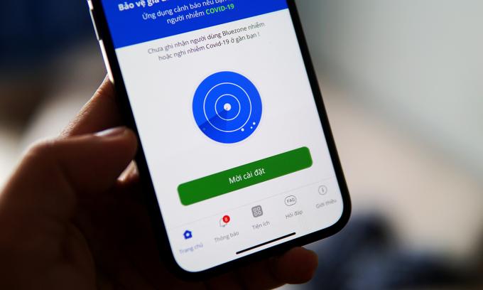 Bộ Y tế yêu cầu người dân cài Bluezone và bật Bluetooth khi đến nơi công cộng.