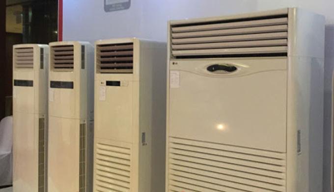 Điều hòa tủ đứng có hệ thống quạt thổi gió mạnh hơn, dòng khí lưu thông nhanh hơn so với điều hòa treo tường thông thường.