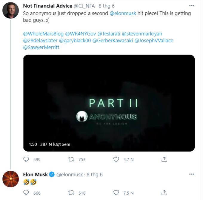 Elon Musk cười khi xem video mạo danh Anonymous.