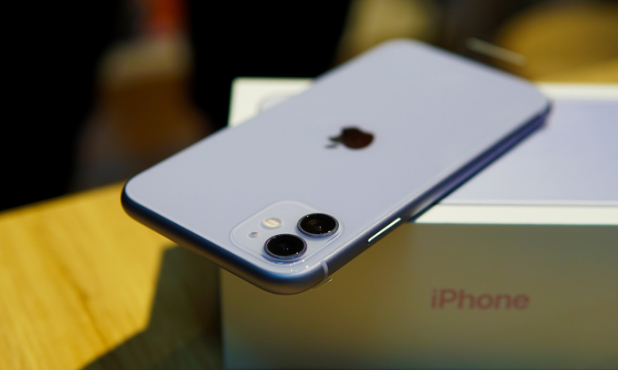 iPhone 11 đang giảm giá mạnh tại Việt Nam. Ảnh: Lưu Quý