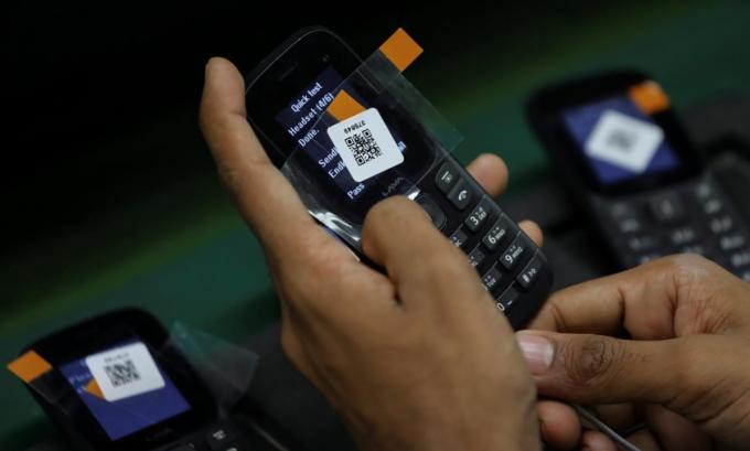 Dừng nhập khẩu điện thoại thế hệ cũ là giải pháp đầu tiên trong kế hoạch tắt sóng 2G, 3G bằng hàng rào kỹ thuật.