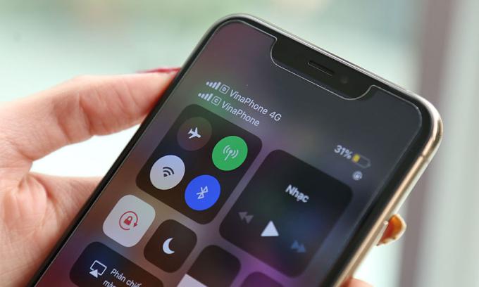 Sau khi thêm esim bằng thủ thuật, mẫu iPhone XS Max khóa mạng có thể dùng esim như bản quốc tế.