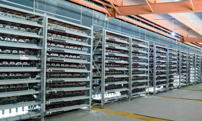 Bên trong một mỏ đào Bitcoin. Ảnh: ENR.